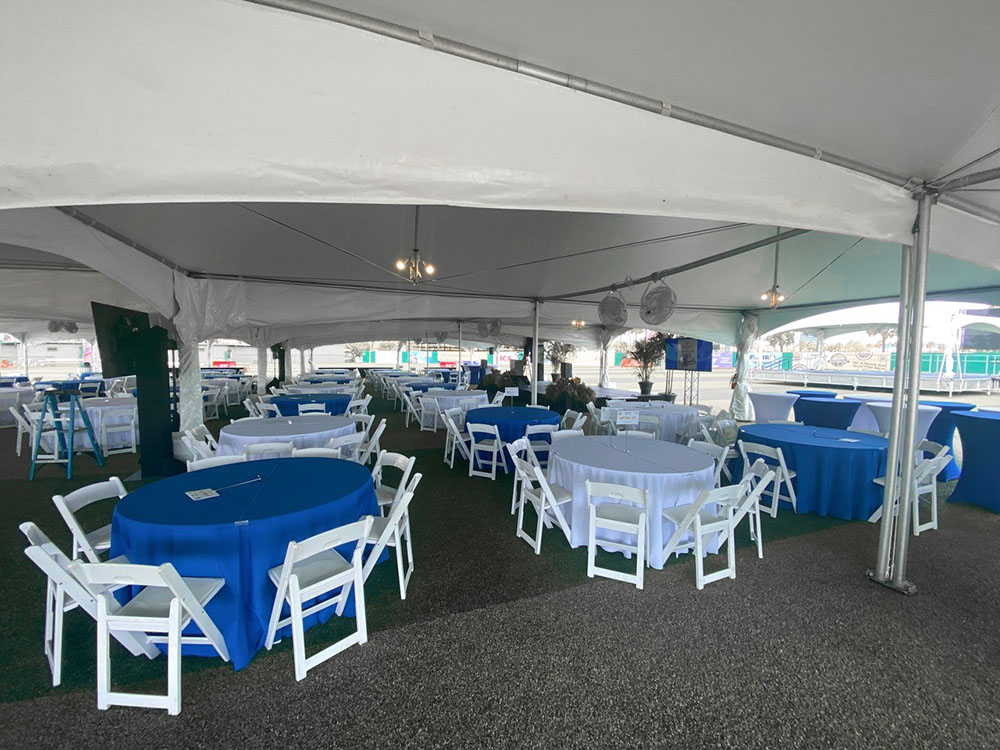 """Tentnology® MQ20x40 Interior with Gutters 